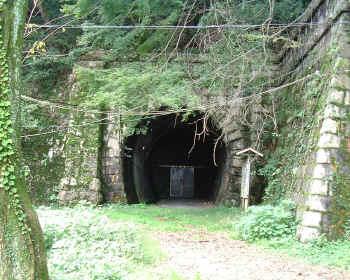 逢坂山トンネル
